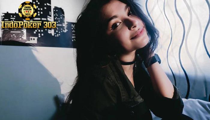 Domino Online - Foto Seksi Chefita Carollina Pamer Paha Mulus